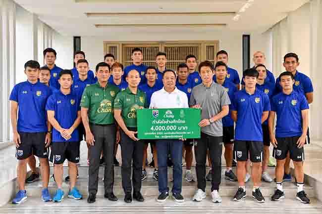 มอบเงินรางวัล! สมาคมฟุตบอลร่วมกับช้างได้มอบเงินรางวัล6ล้านจากเกมทุบยูเออี